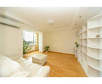 3 комнатная квартира улица Героев Сталинграда, ($ 893/м2)