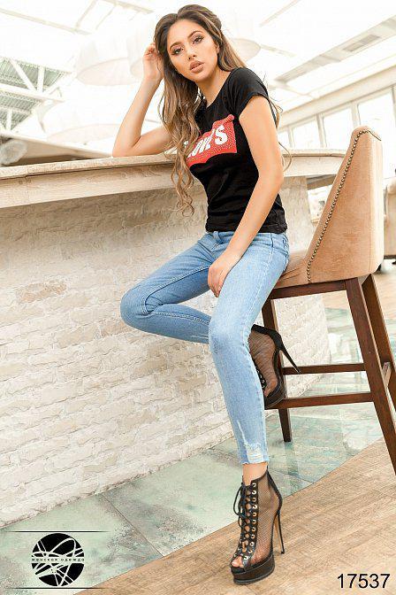 Модные джинсы женские с потертостями