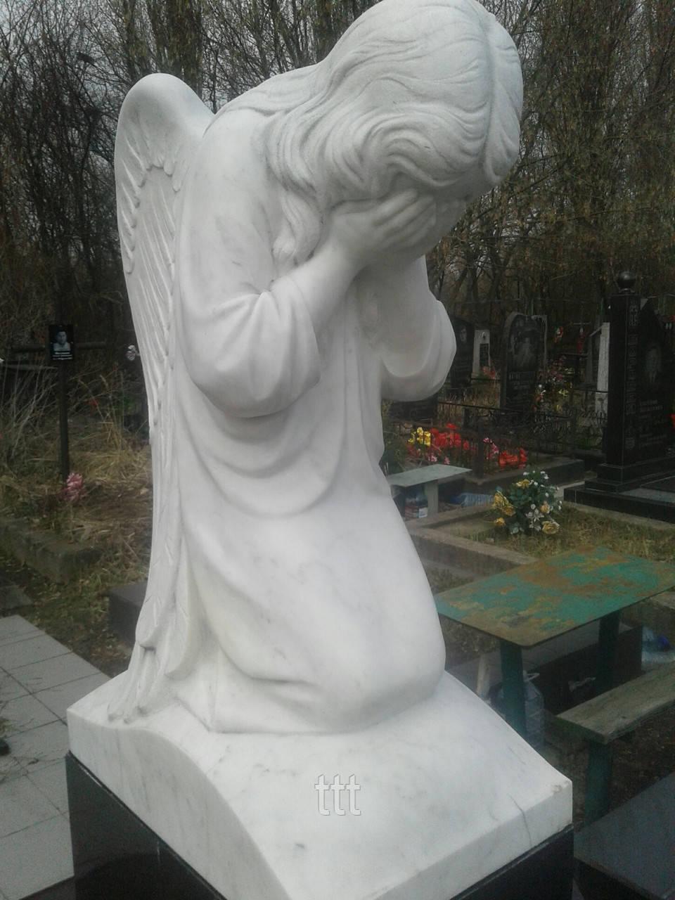 Скорбящий  ангелочек из мрамора № 19