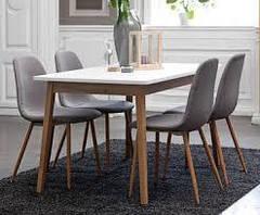 Столи і стільці для вітальні