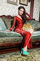 Длинное кружевное платье красного цвета