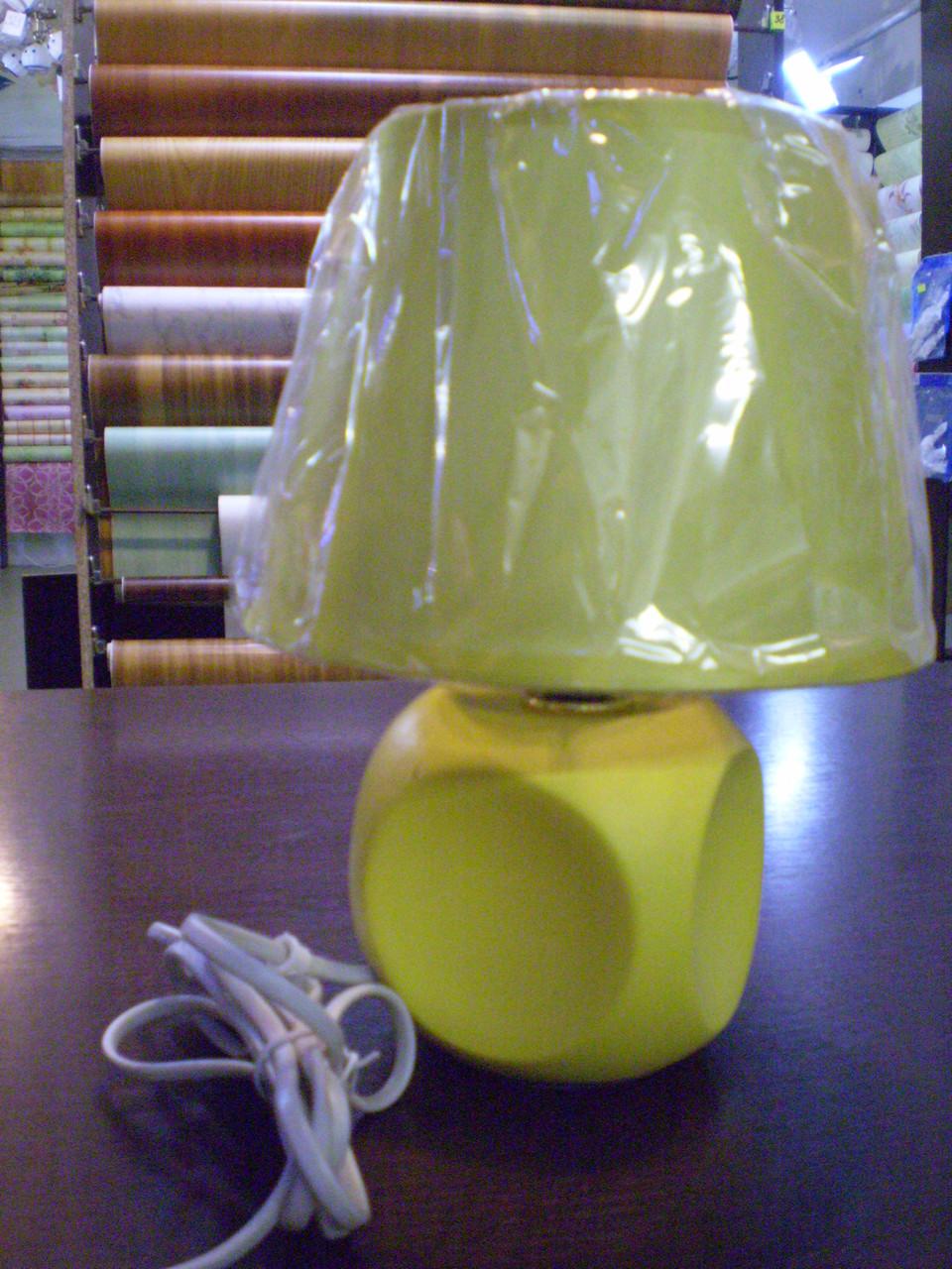 Лампа настольная, 1 лампа, высота лампы - 25 см, диаметр абажура - 17 см.
