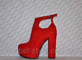 Ботильоны на толстом каблуке замшевые красного цвета с вырезом Код 1353, фото 2