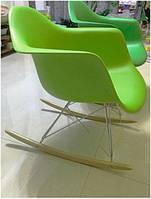 Кресло качалка Тауэр R зеленый, Дизайнерское кресло качалка Тауэр R пластиковое на деревянных поло