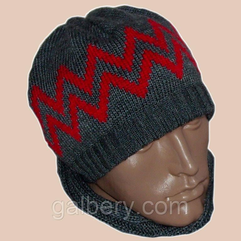 Мужская вязаная зимняя шапка цвета маренго с аппликацией