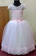 Необычное розовое детское платье из гипюра на 4-6 лет