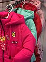 """Детская демисезонная куртка на девочку """"Значки"""". Размеры 26 -32, фото 3"""