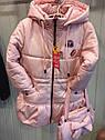 """Детская демисезонная куртка на девочку """"Значки"""". Размеры 26 -32, фото 2"""