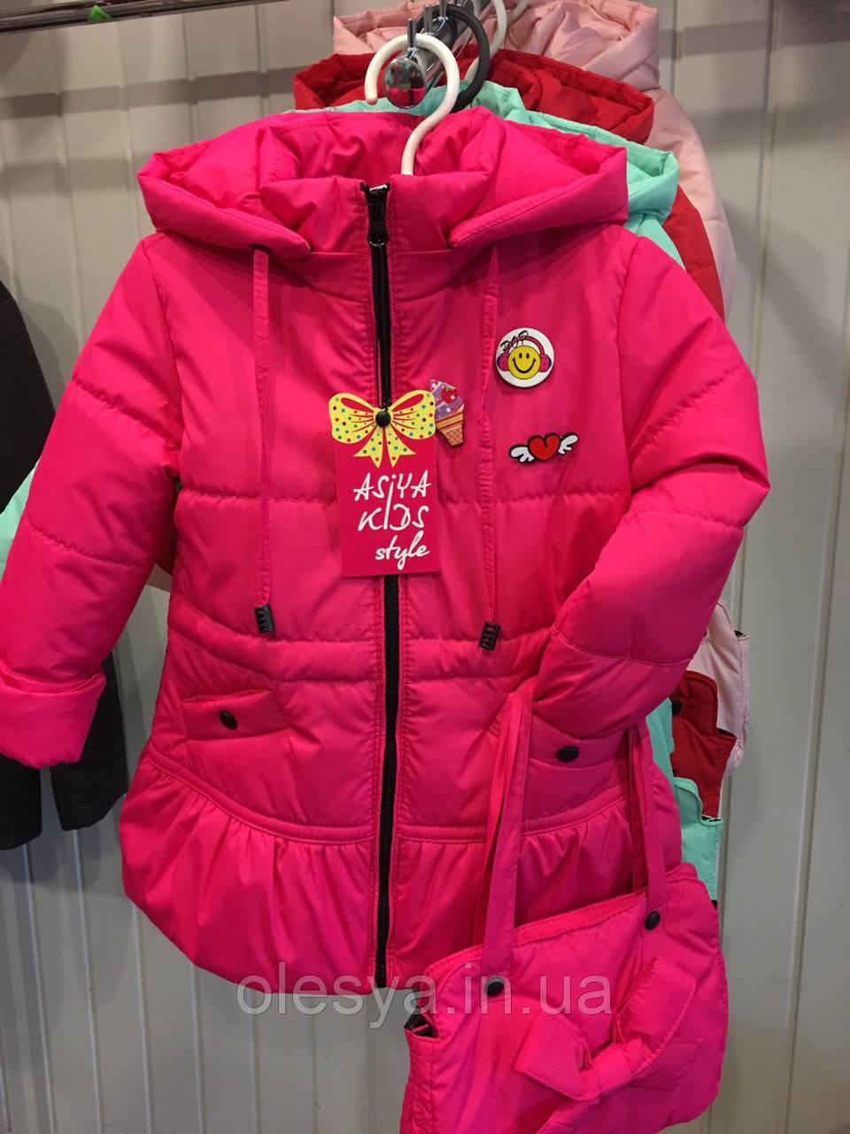"""Детская демисезонная куртка на девочку """"Значки"""". Размеры 26 -32"""