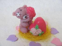 Набор сувенирного мыла ручной работы «мишка тедди с букетом роз и сердечком» в коробочке