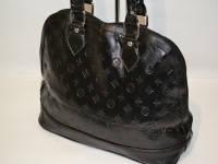 Стильная мини сумка ,лаковая , замкожа сэмитацией ,  черного цвета.