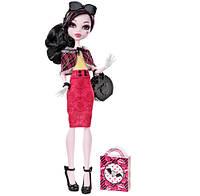Кукла Монстер Хай Monster High Draculaura Doll & Shoe Collection, Дракулаура с коллекцией обуви.