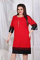 """Нарядное прямое платье """"LAURA"""" с кружевом, подвеской и кожаными вставками (большие размеры)"""