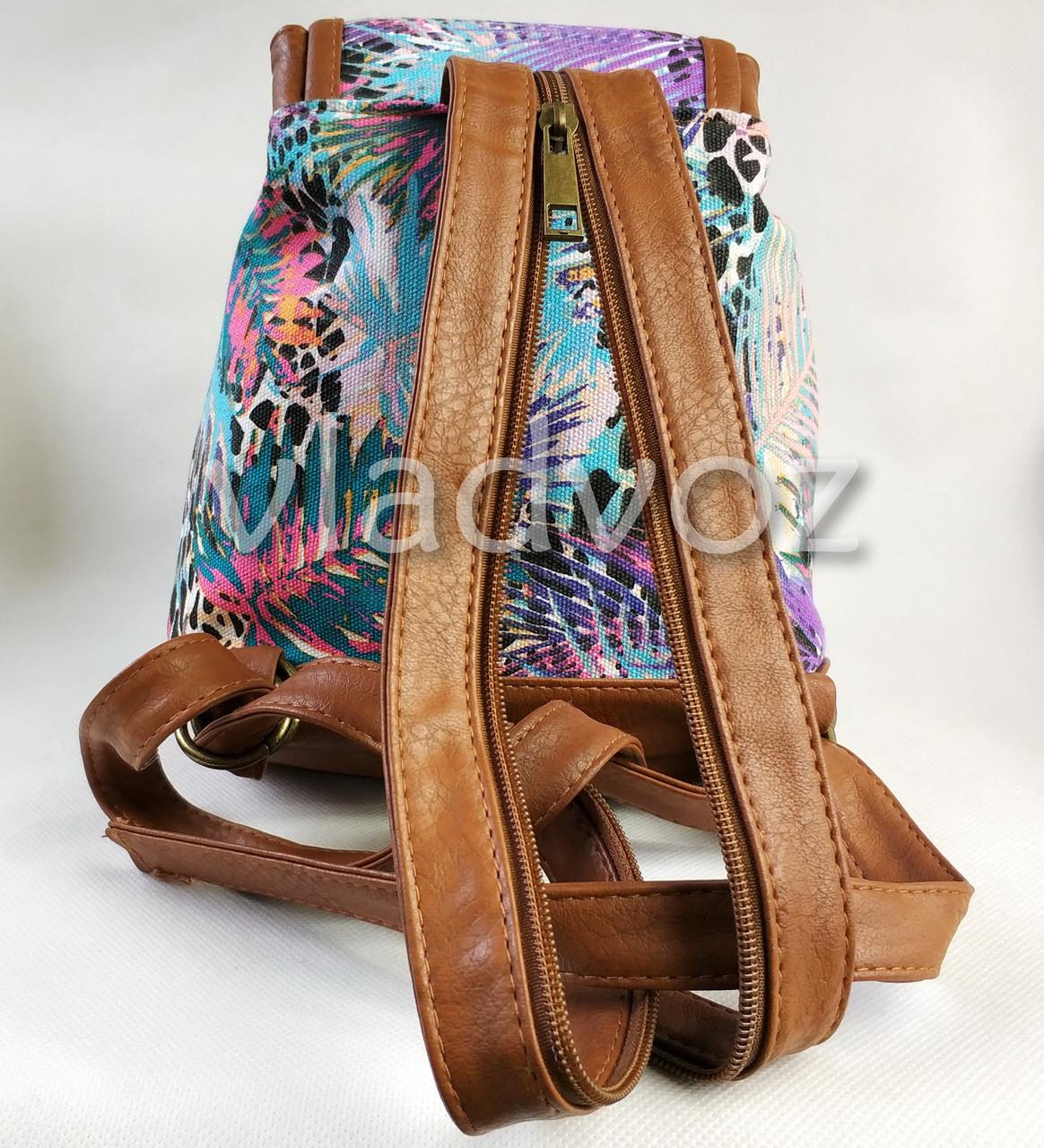 Фото молодежного подросток девочка модный рюкзака коричневого цвета природа вид сзади