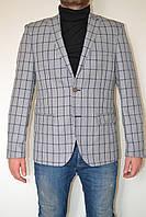 Серый мужской пиджак в клетку