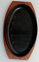 9933-1 Сковорода чугун на деревянной подставке оваль ___ мм