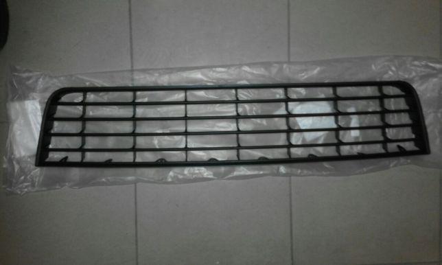 Решетка в бампер средня GOLF V
