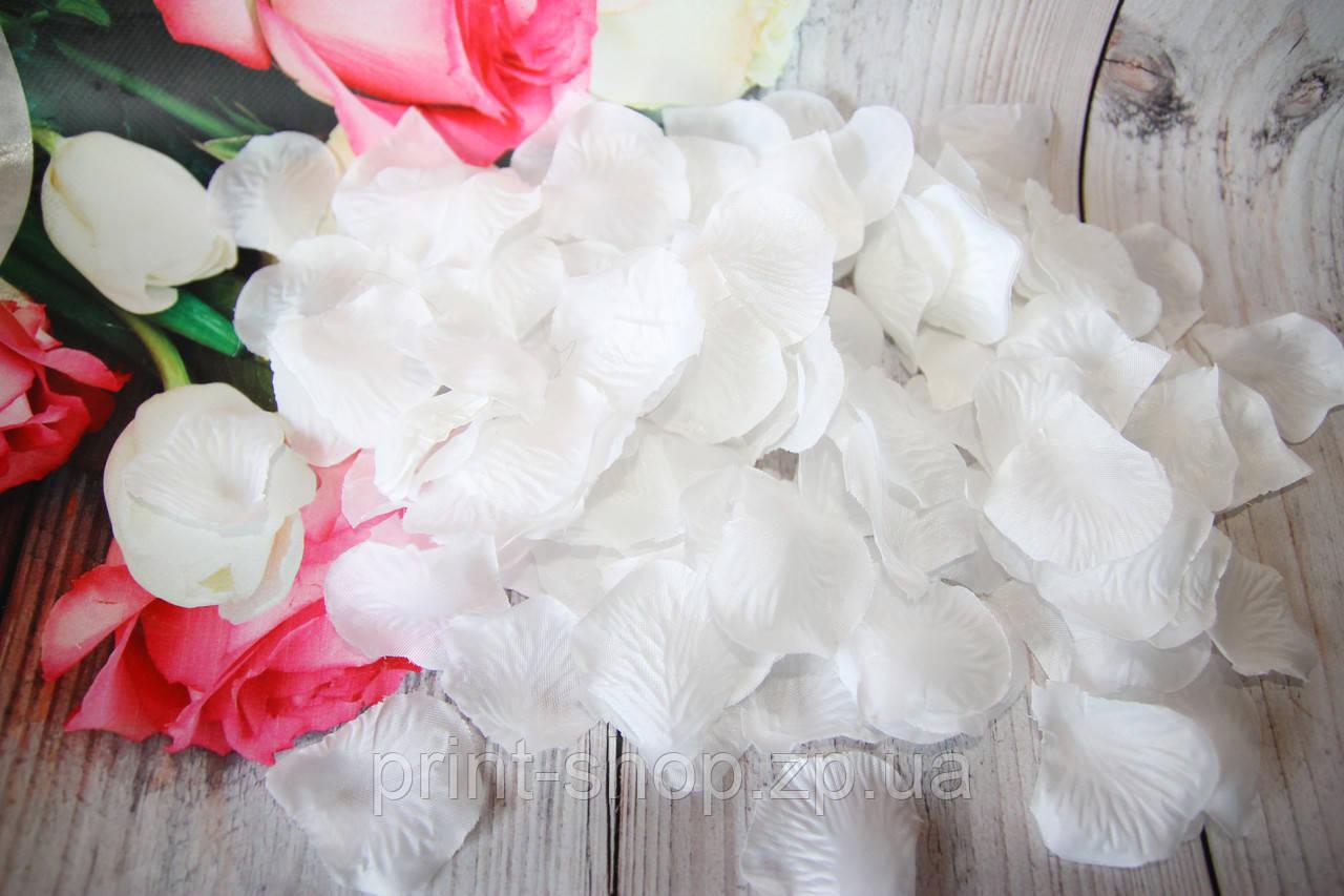 Искусственные лепестки роз. Белые лепестки роз. Шелковые лепестки.