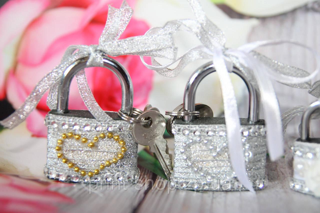 Серебристый свадебный замочек. Замок для влюбленных. Замочек любви.