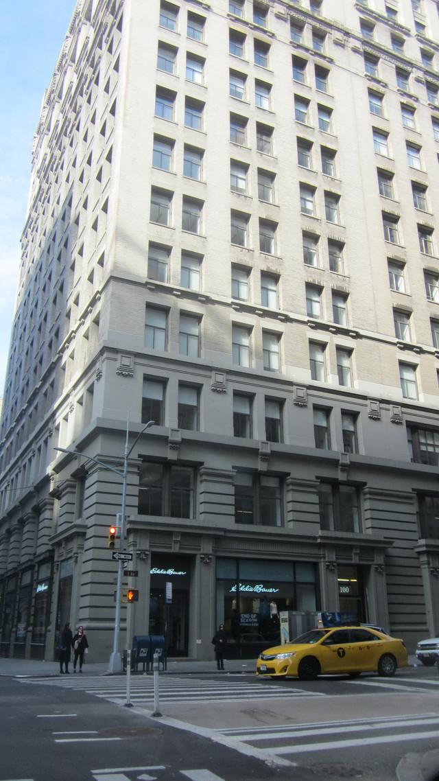 Раздел Женские лосины - фото teens.ua - Нью-Йорк,5 Авеню,магазин Eddie Bauer