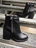 Ботиночки на толстом каблуке. Натуральная кожа, внутри байка. Каблук 9см. Р-р 36-40 Цвет: чёрная кожа.
