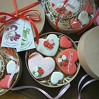 Коробочка с сердечками - эксклюзивный, вкусный ,красивый подарок на 8 Матра в коробочке из натурального дерева