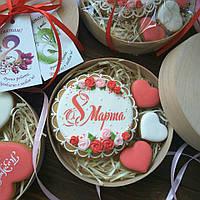 Пряники росписные - эксклюзивный, вкусный и красивый подарок на 8 Матра в коробочке из натурального дерева