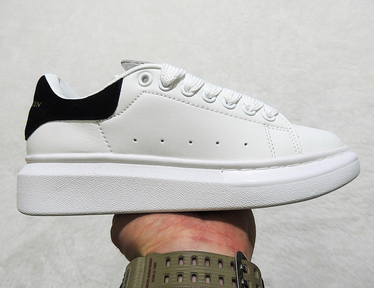 Женские кроссовки Adidas Alexander Mcqueen топ реплика