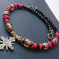 Бусы из коралла, черного кристалла и венецианских бусин с красивой згардой-крестом.