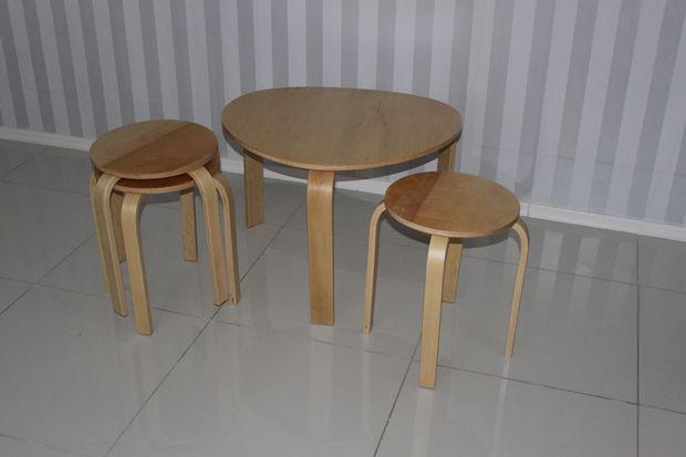Фроста стол и табуретки