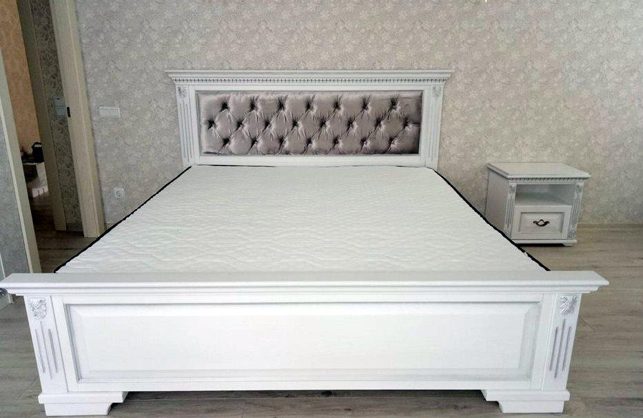 Спальня в класичному стилі з масиву дерева Платина РКБ-Меблі, колір на вибір