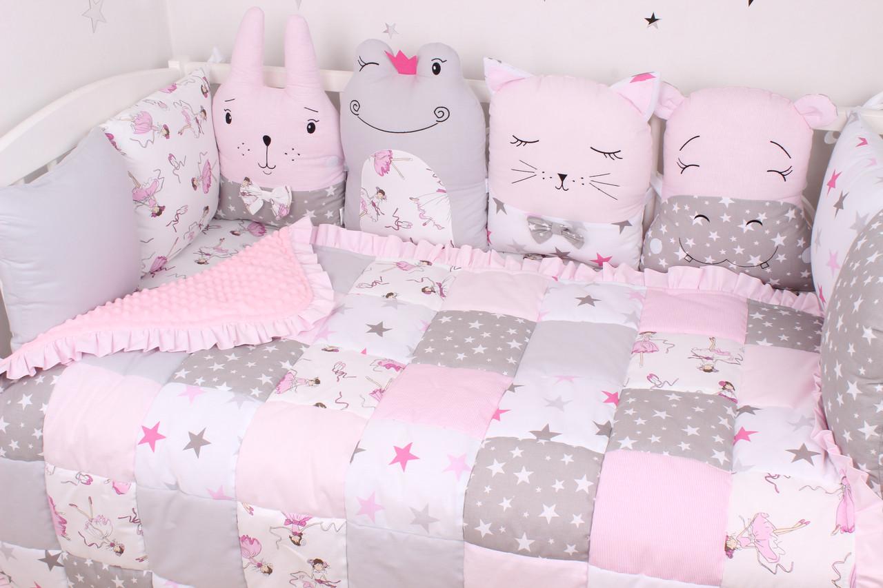 Комплект в кроватку с зверюшками розово серый