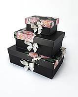 Прямоугольный подарочный комплект коробок ручной работы чёрного цвета с розовыми пионами