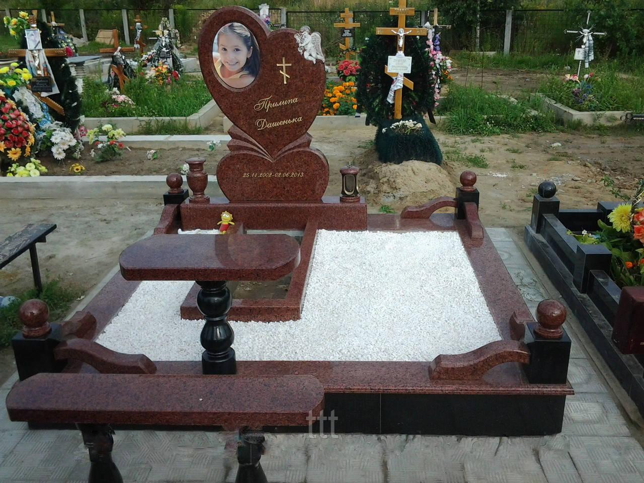 Детский памятник  из гранита сердце №20