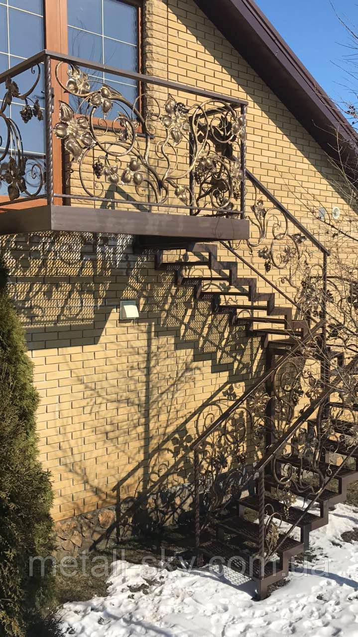Кованая лестница уличная