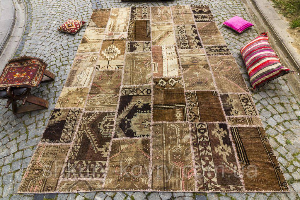 Зістарений килим печворк для сучасного інтер'єру