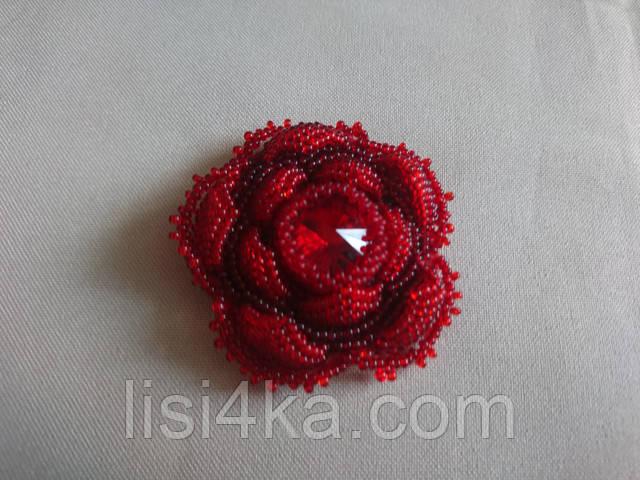 Авторская красная брошь в форме розы с красным стразом