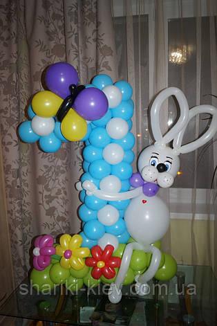 Цифра 1 из воздушных шариков с оформлением Зайка на Первый День Рождения для мальчика, фото 2