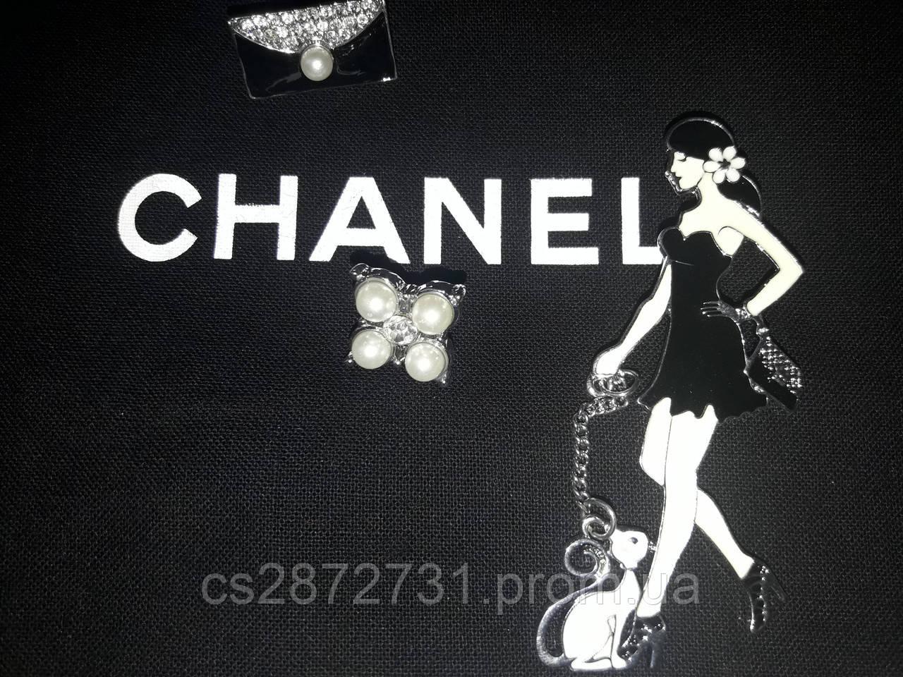 Комплект брошей, фигурные, стильные, брендовые , к платью, к сарафану, костюму.
