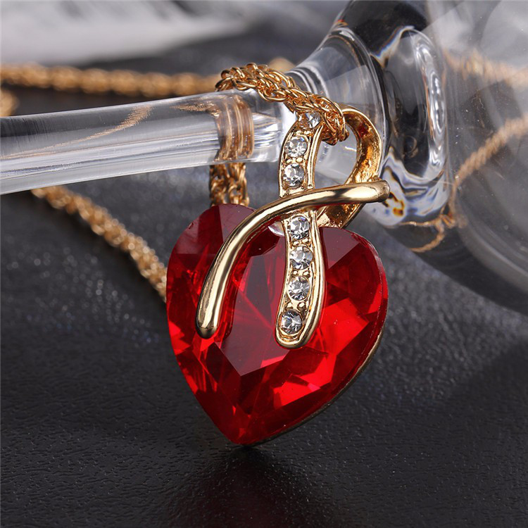 Красивый женский кулон Красное сердце!