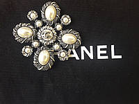 Брошь с жемчугом , квадратная с камнями, украшение на платье,жакет, пальто,шубу.