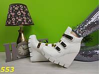 Ботинки на танкетке и платформе белые, демисезонная женская обувь