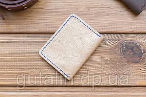 Обложка на пластиковый паспорт (права) ручной работы из натуральной кожи цвет бежевый с синей прошивкой