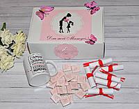 Подарочная набор для мамы с чашкой, шоколадом и записками со словами любви к маме.