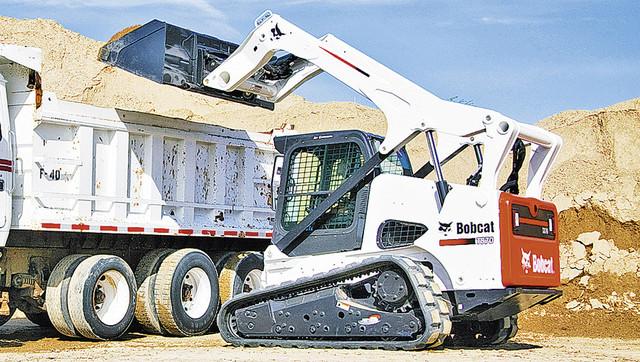 Фронтальный погрузчик Bobcat T870 выполнит большой объем погрузочно-разгрузочных работ в короткие сроки
