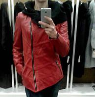 Кожаная куртка с капюшоном, цвет - красный
