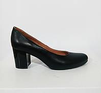 Кожаные туфли на лаковом каблуке