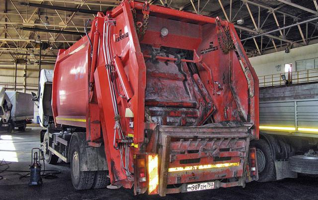 Кузов мусоровоза должен промываться изнутри из санитарных соображений