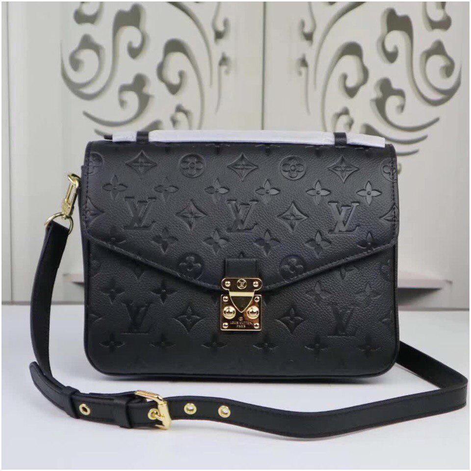 17704a4dbca7 Сумка Louis Vuitton Луи Витон Pochette Metis Monogram цвет черный кожаная