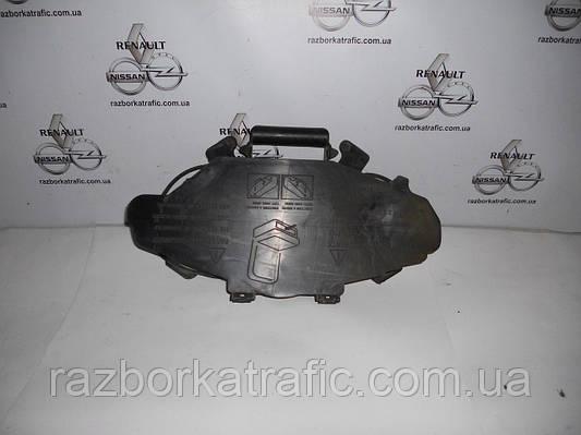Ящик домкрата на Renault Trafic, Opel Vivaro, Nissan Primastar